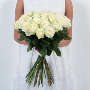 Белая роза 50 см 19 штук