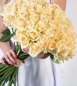 Персиковая роза 70 см 45 штук