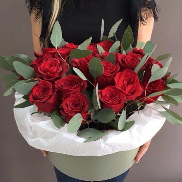 Эквадорская роза 19шт в шляпной коробке №16