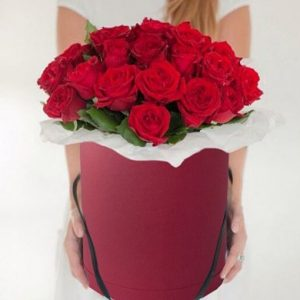 Розы в шляпной коробке 51шт