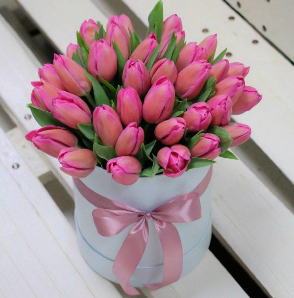 35 тюльпанов в коробке № 24