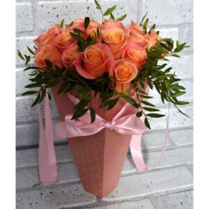 Букет 19 роз в конусе