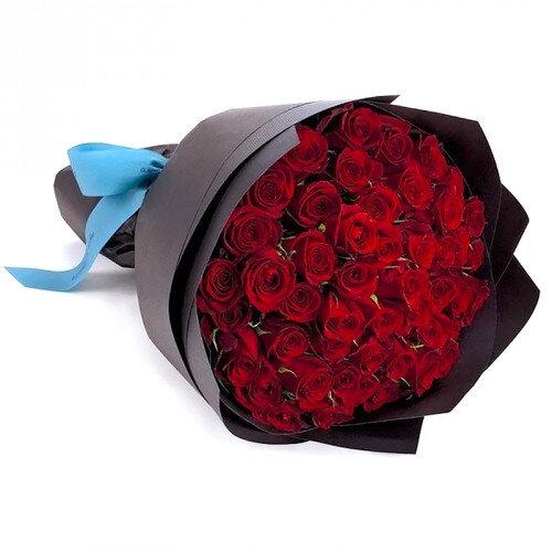 Букет из красных роз 35шт в корейском стиле