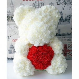 мишка из красных и белых роз