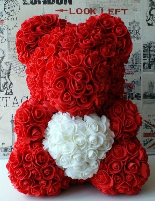Мижка из белых и красных роз