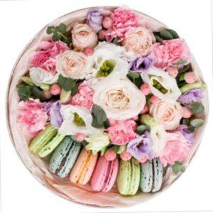 подарочный набор из цветов макарун и рафаэло