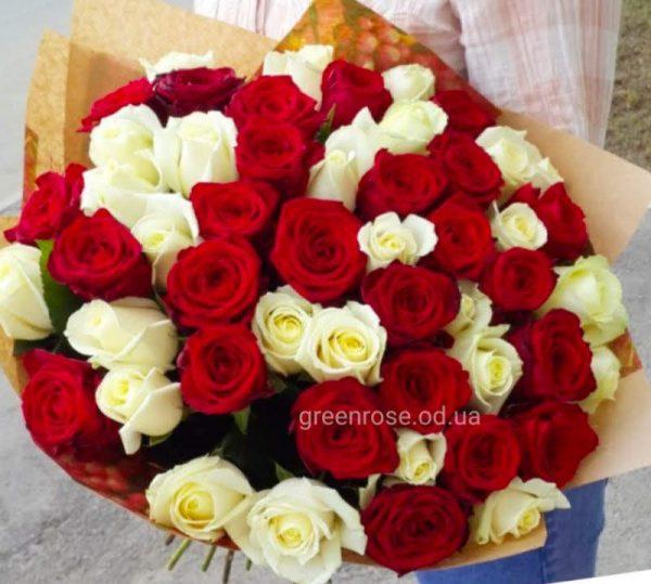 букет из красных и желтых роз