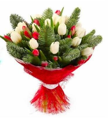 Елка с тюльпанами