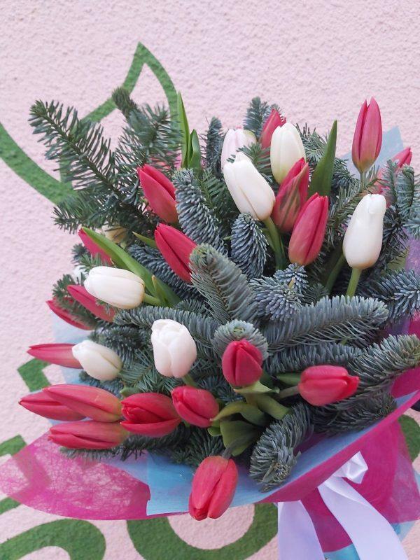 Зимний букет тюльпаны ель