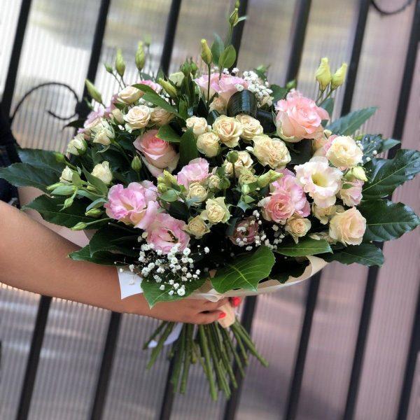 Букет нежность из роз и эустом