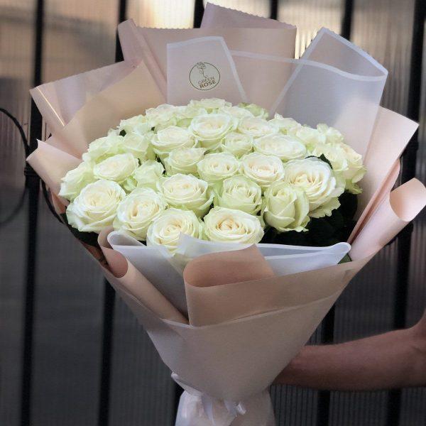 Белые розы Аваланч 35 шт