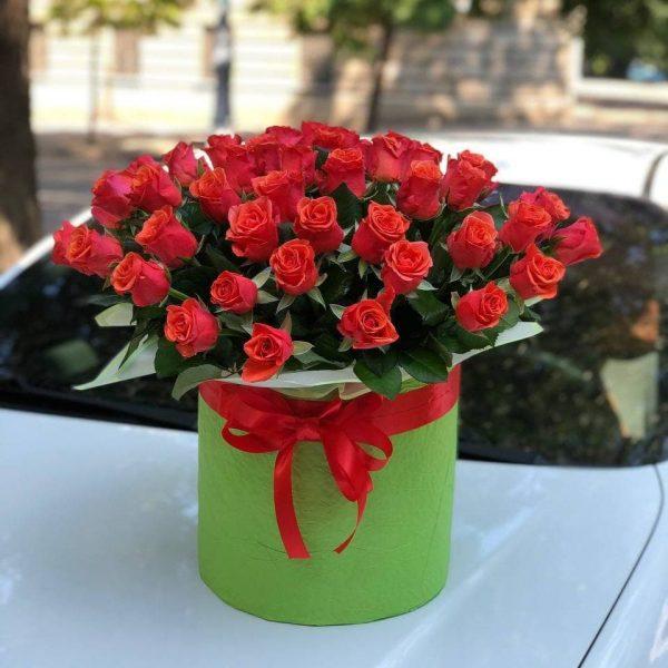 Букет 51 красная роза в шляпной коробке